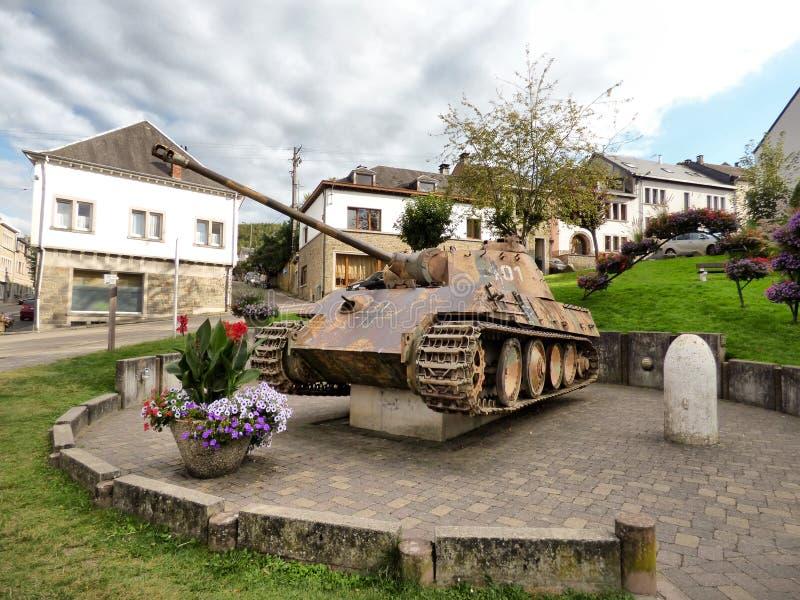 HOUFFALIZE - 11 SEPTEMBRE : Le réservoir de panthère de la 116th division a démantelé pendant la bataille d'Ardennes photo stock