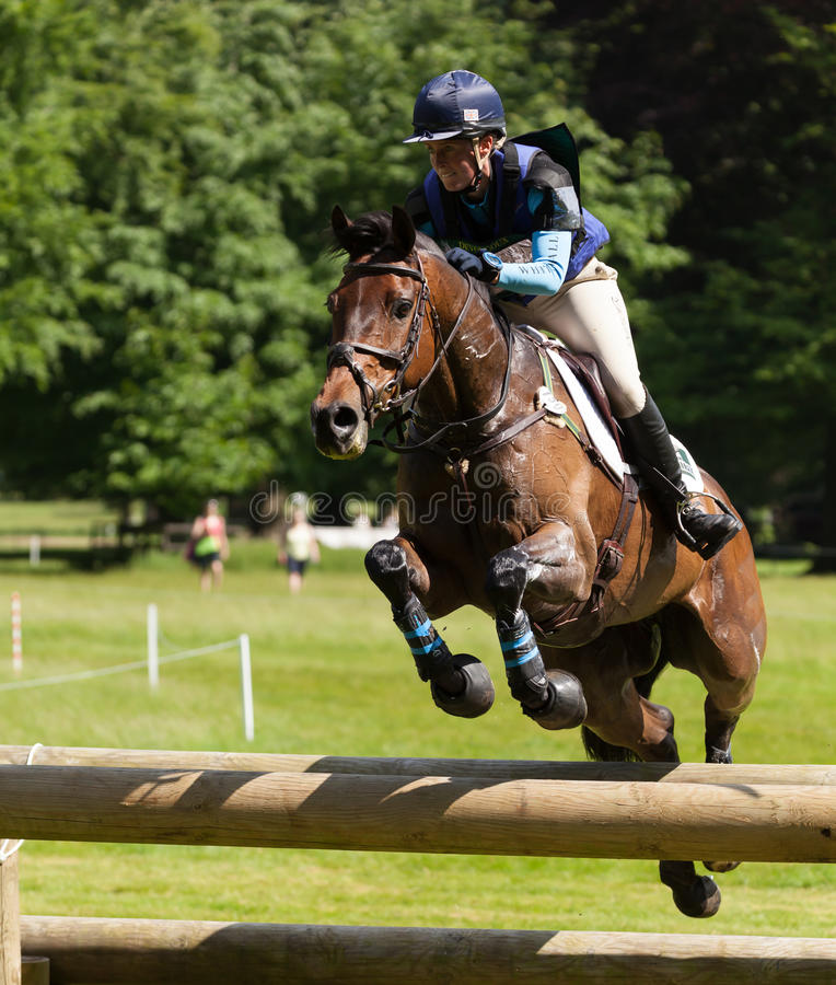 Houghton国际马试验乘坐Springpowe的Jodie Amos 库存图片