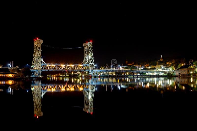Houghton Hancock Lift Bridge nachts stockbilder
