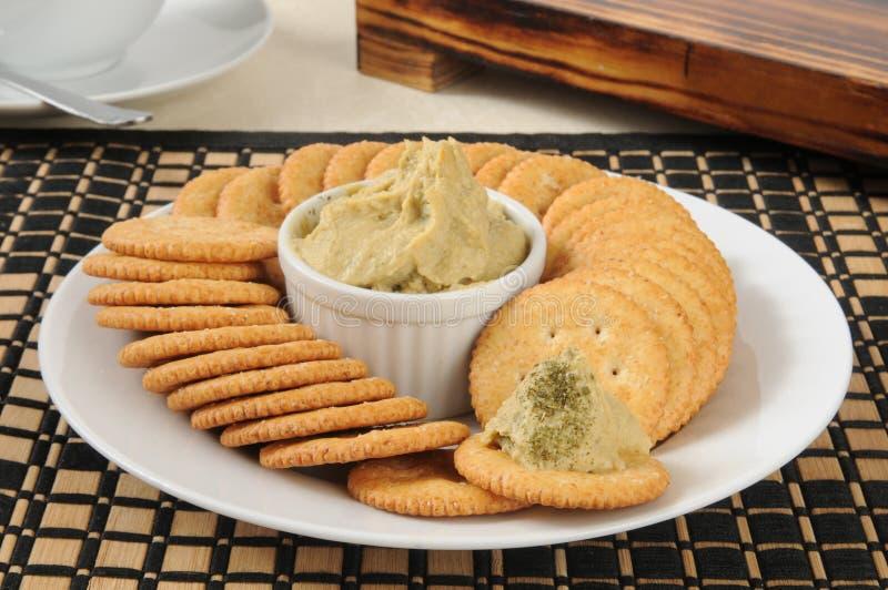 Houmous sur des biscuits photo stock