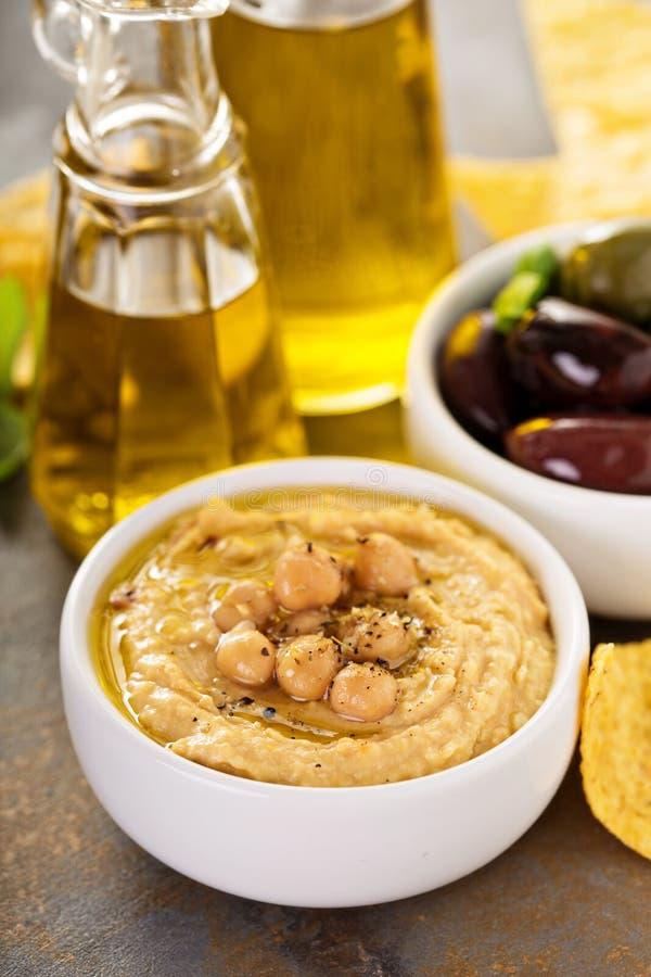 Houmous fait maison d'huile d'olive images libres de droits