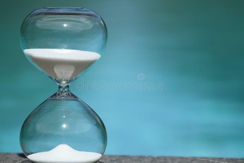 Hourglass moderno Símbolo do tempo countdown fotografia de stock
