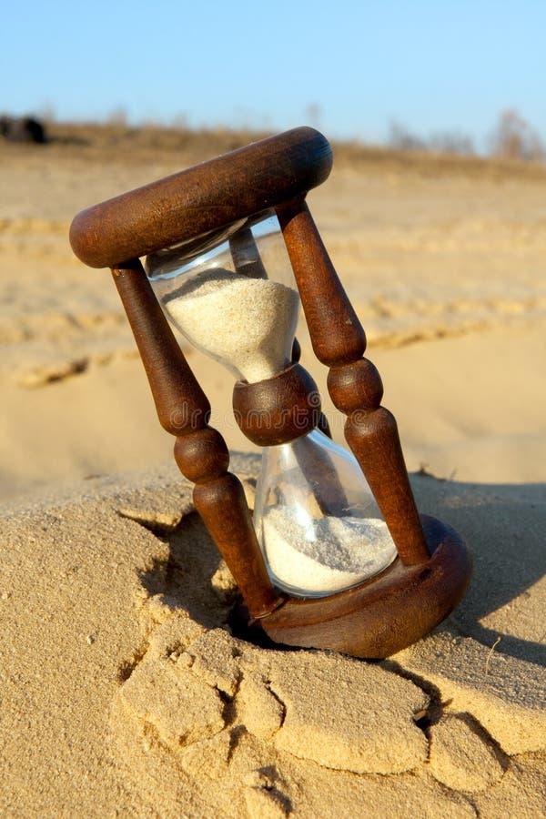 Hourglass no deserto foto de stock