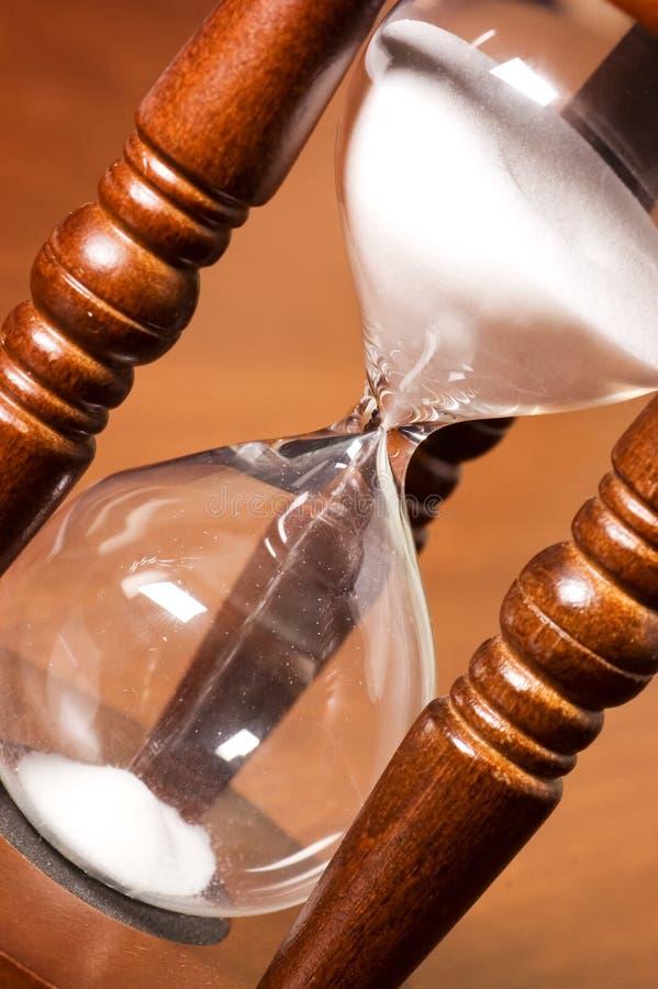 Hourglasses em uma tabela de madeira imagem de stock royalty free