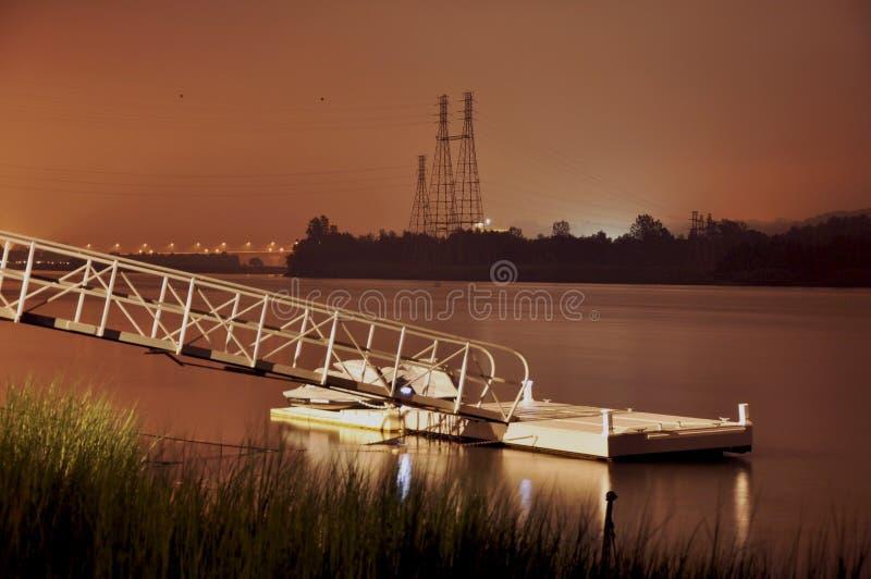 Housatonic-Fluss-Dock nachts stockbild