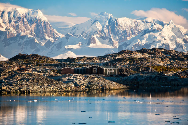 Download A house in Antarctica stock photo. Image of alpine, frost - 19305120