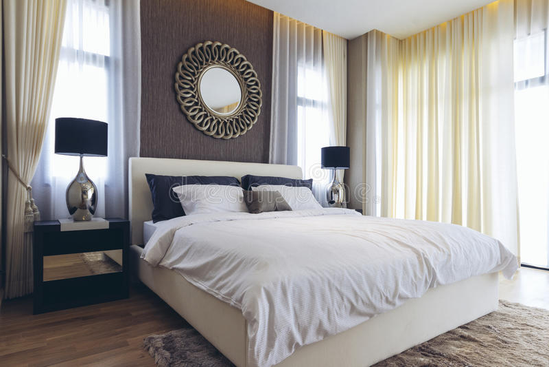 House di modello moderno italiano: Camera da letto fotografie stock libere da diritti