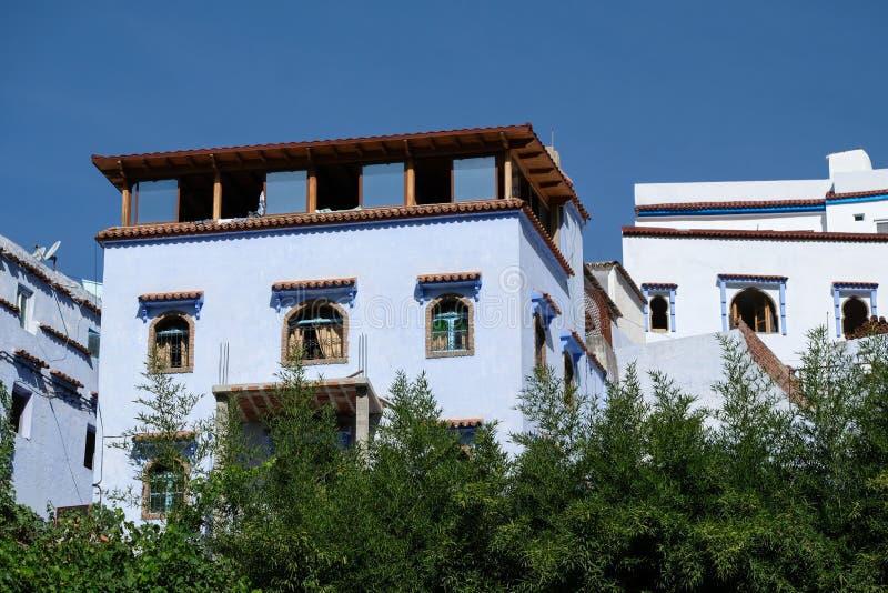 House facades in Chefchaouen, Marokko stock foto