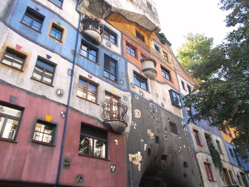 house hundertwasser arkivbild