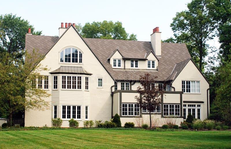 house många fönster arkivbild