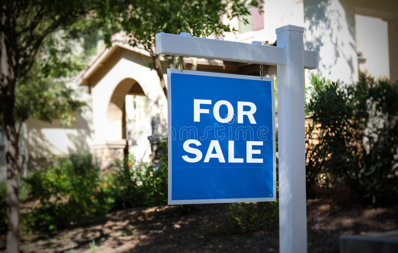 HOUSE FOR SALE - BLUE SIGN stock image