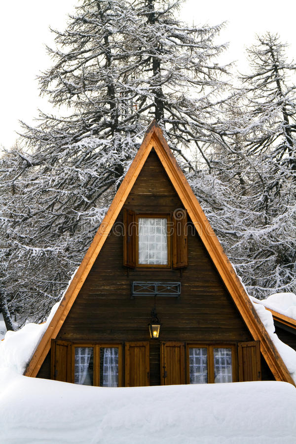 Free House With The Snow Royalty Free Stock Photography - 12389797