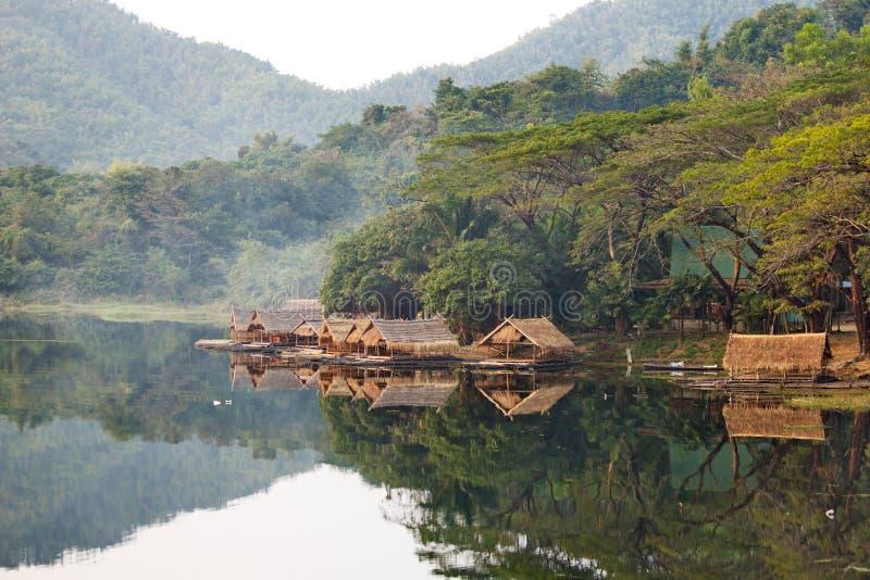 houseboat stockbilder