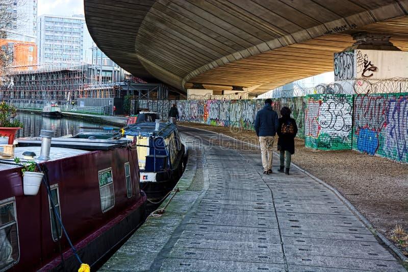 Houseboats κατά μήκος του μεγάλου καναλιού ένωσης στοκ φωτογραφία με δικαίωμα ελεύθερης χρήσης