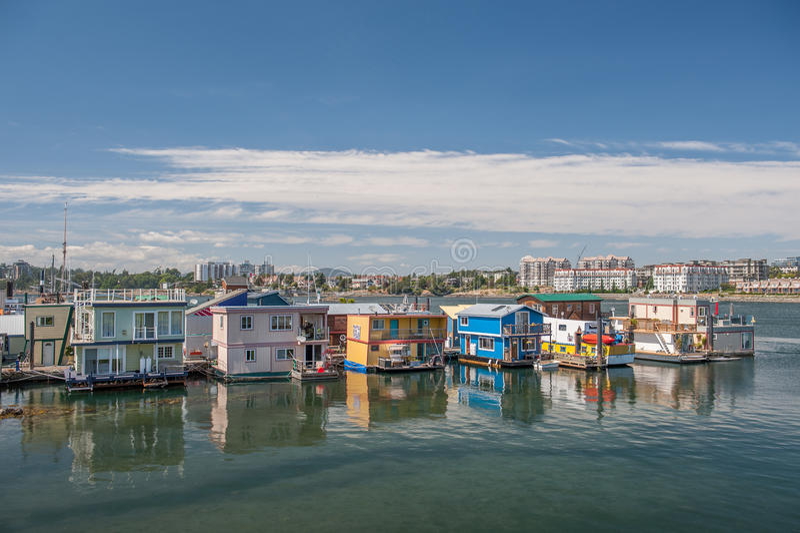Houseboats που επιπλέουν στην αποβάθρα ψαράδων σε Βικτώρια στοκ φωτογραφία με δικαίωμα ελεύθερης χρήσης