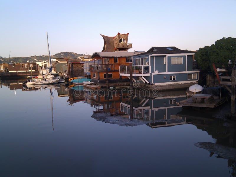 Houseboats σε έναν υπόλοιπο κόσμο σε Sausalito, Καλιφόρνια στοκ φωτογραφίες
