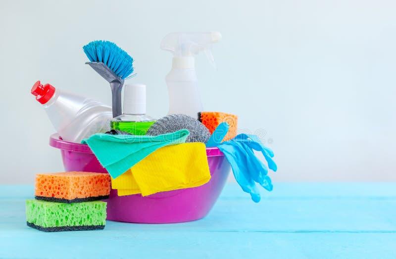 Housecleaning, higiena, obowiązek domowy, czyści dostawy cleaning pojęcia dishwashing ciecza gąbki zdjęcia royalty free