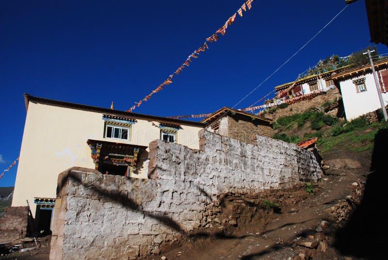 houses den tibetana byn arkivbilder