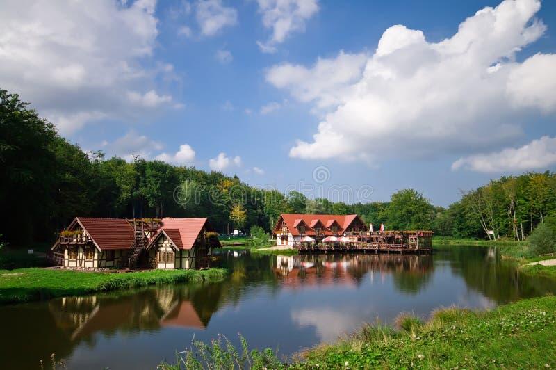 houses lakeside royaltyfri bild