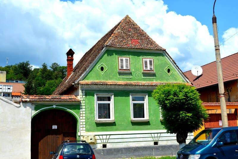houses typisk Stads- landskap i stadsRupea-Repsna, Transylvania royaltyfri bild