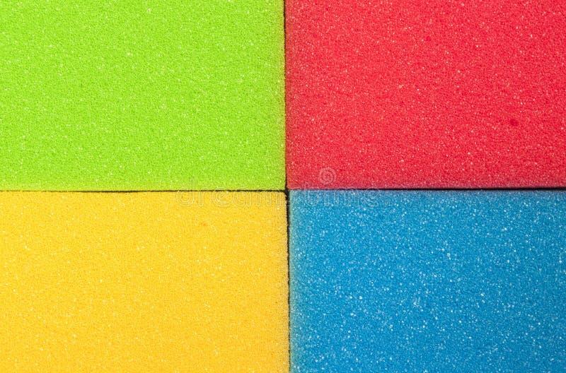 Houseware Concept Close-up van Vier Kleurrijke Keukensponsen stock afbeeldingen