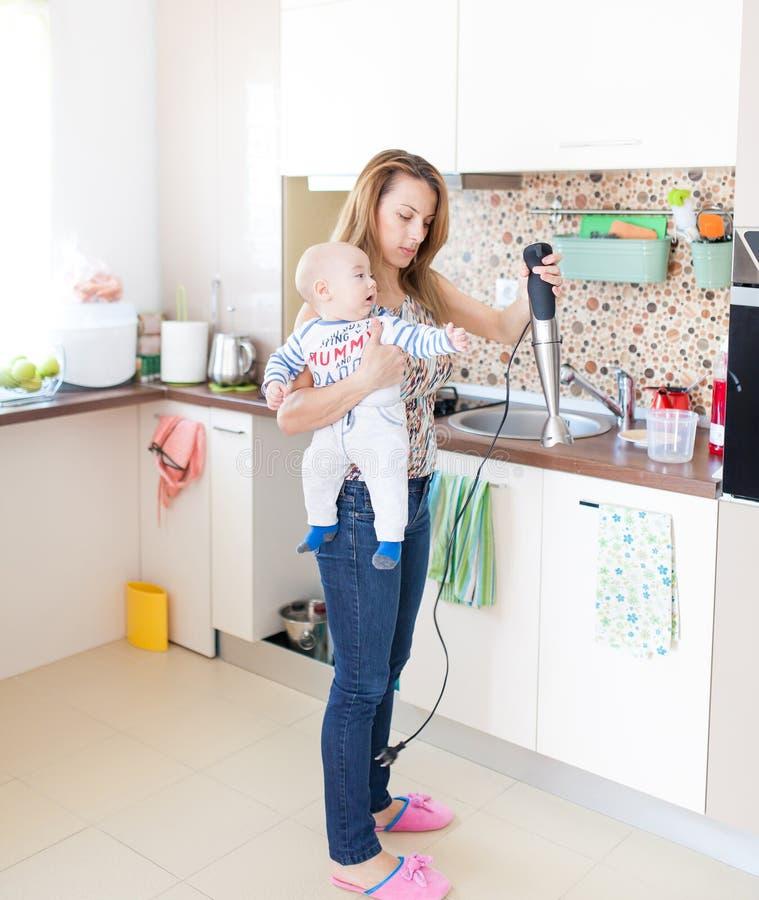 Houseworking lizenzfreie stockfotos