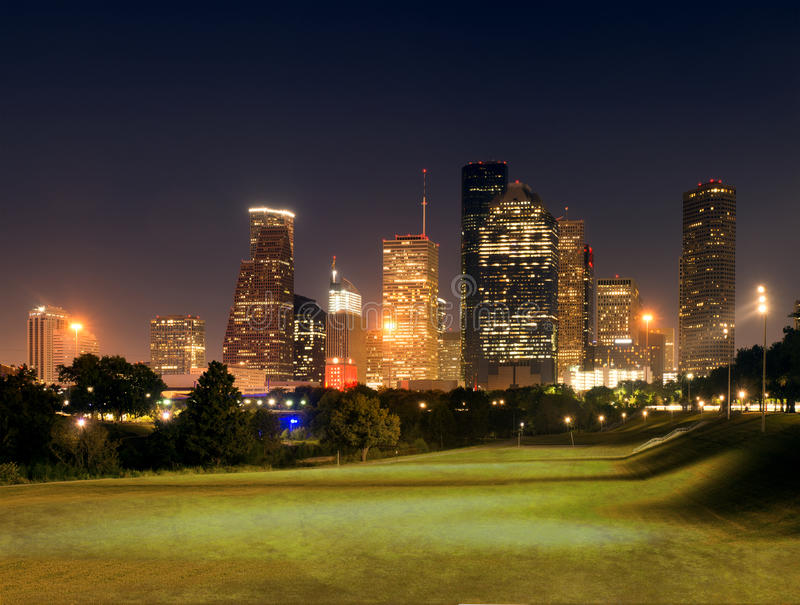 Houston Center, na cidade na noite Texas, E.U. foto de stock