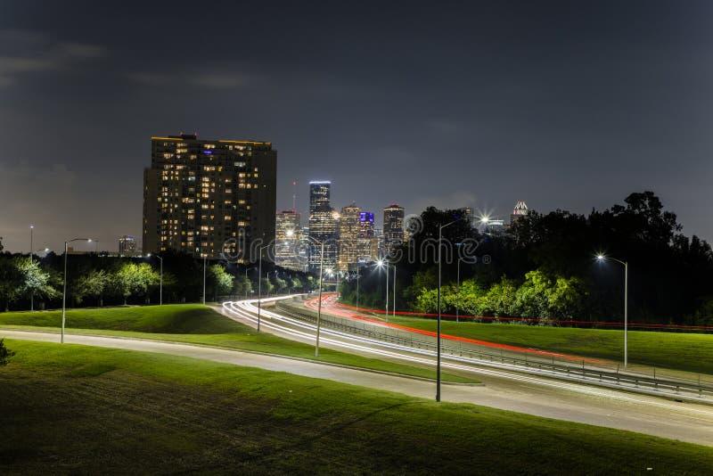 Houston im Stadtzentrum gelegen vom Büffelbayoupark lizenzfreie stockbilder