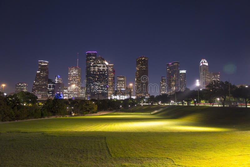 Houston im Stadtzentrum gelegen vom Büffelbayoupark stockfotografie