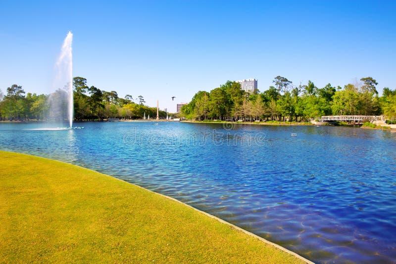 Houston Mc reglerar sjön med vårvatten arkivbilder