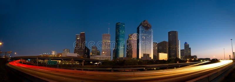 Houston-Skyline und Verkehr am Sonnenuntergang lizenzfreie stockfotografie