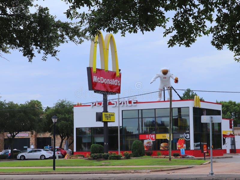 HOUSTON, TEXAS, DE V.S. - 9 JUNI, 2018: NASA als thema gehad Mcdonald-restaurant in Houston, Texas royalty-vrije stock afbeeldingen