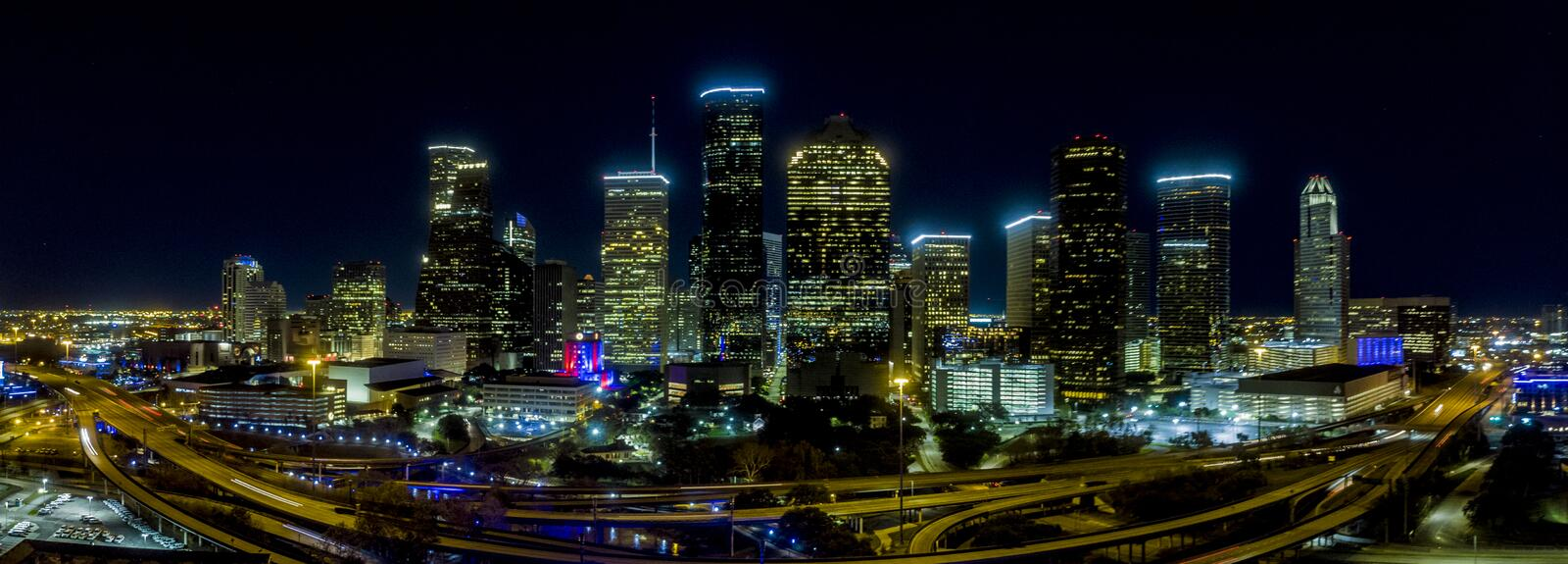 Houston, Texas January tweede, 2019 Houston de stad in bij nachtpanorama stock foto