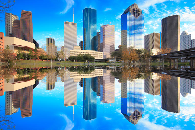 Houston Texas Skyline avec les gratte-ciel modernes et la vue de ciel bleu images stock