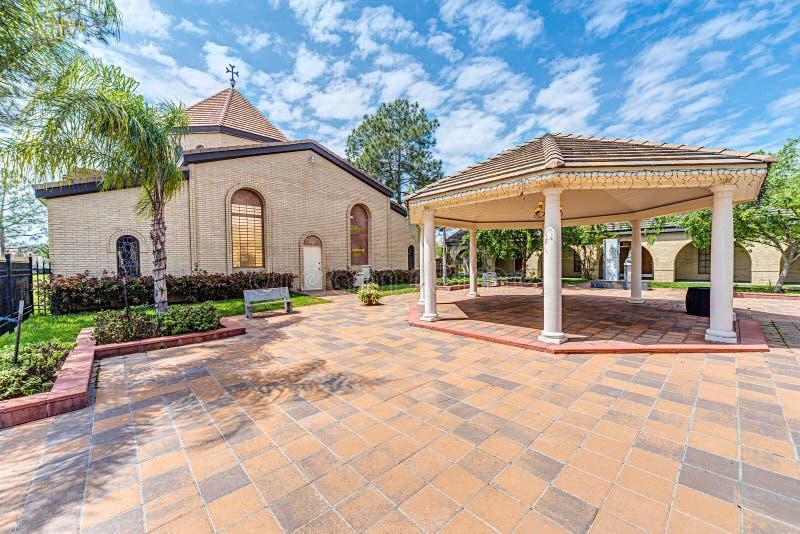 Houston, TX/USA - 04 04 2015: St Kevork Armenian Church em Houston, TX, EUA fotos de stock royalty free