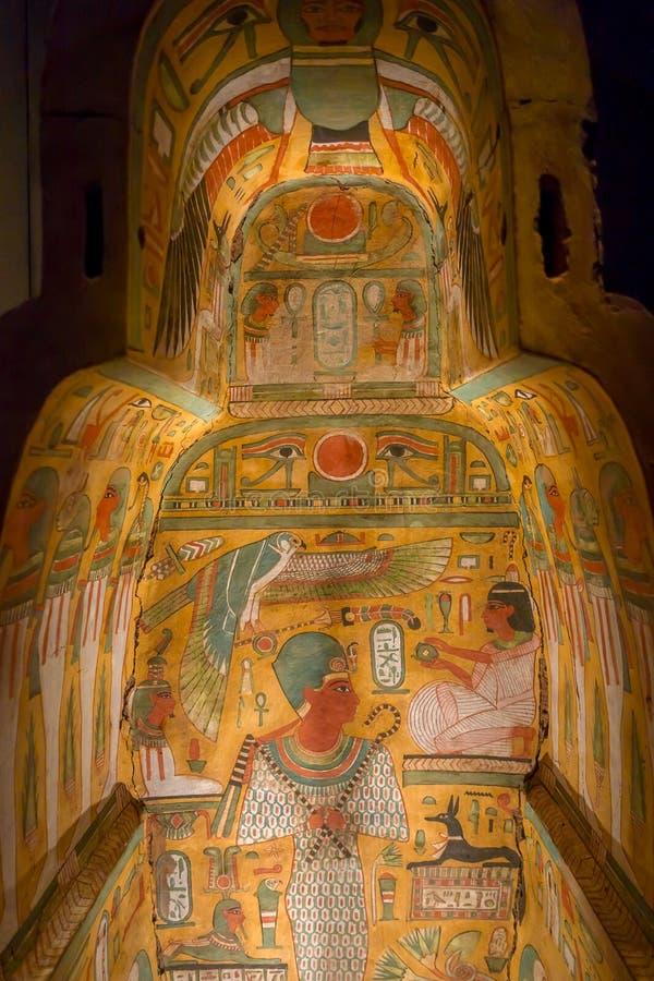 HOUSTON, usa - STYCZEŃ 12, 2017: Piękni i kolorowi remisy wśrodku sarkofag Antyczny Egipt w obywatelu obrazy stock