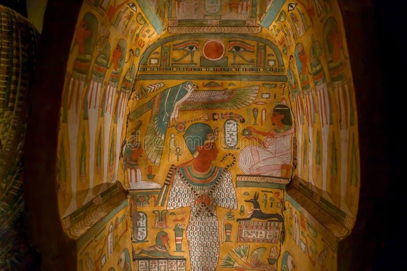 HOUSTON, usa - STYCZEŃ 12, 2017: Piękni i kolorowi remisy wśrodku sarkofag Antyczny Egipt w obywatelu zdjęcia stock
