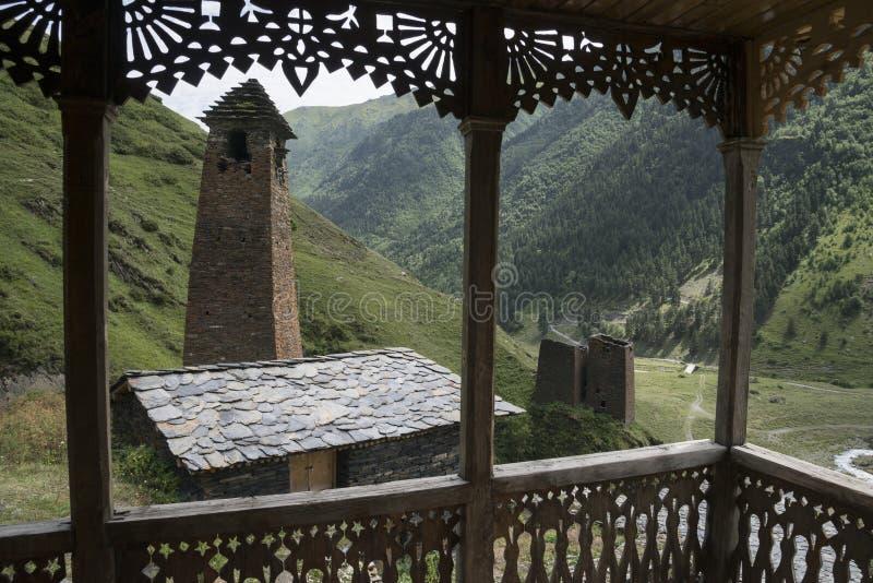 Hout en steenarchitectuur in Tusheti, Georgië royalty-vrije stock fotografie