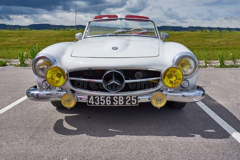 Houtaud/Franche Comté/France/junio de 2018: Los años 50 blancos Mercedes B imagen de archivo