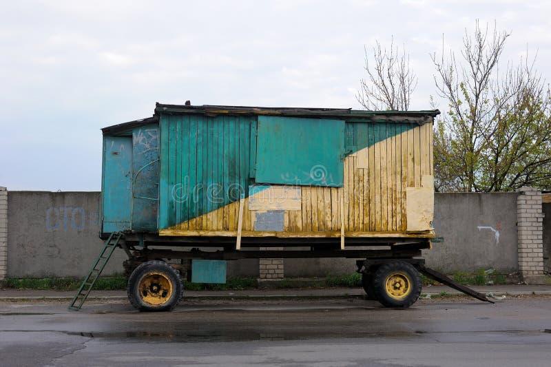 Houten Aanhangwagenbestelwagen stock afbeeldingen
