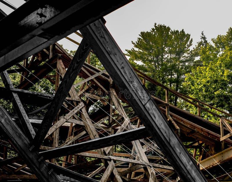 Houten achtbaantimmerhout royalty-vrije stock afbeelding