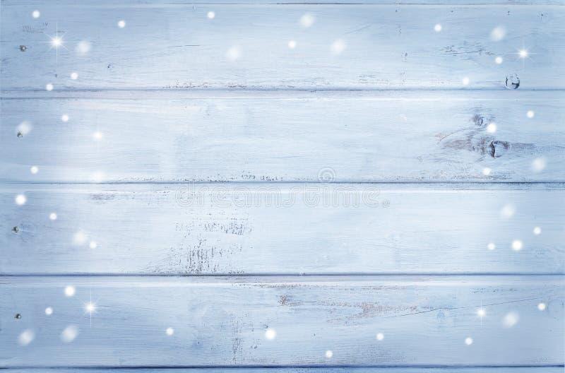 Houten achtergrond - lichtblauw met sneeuwvlokken royalty-vrije stock afbeeldingen