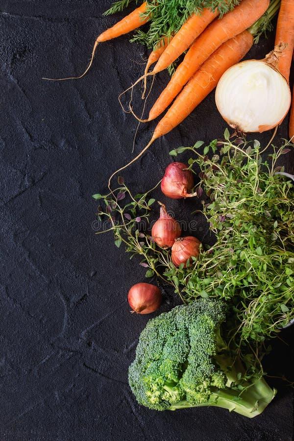 Houten achtergrond met groenten royalty-vrije stock foto's