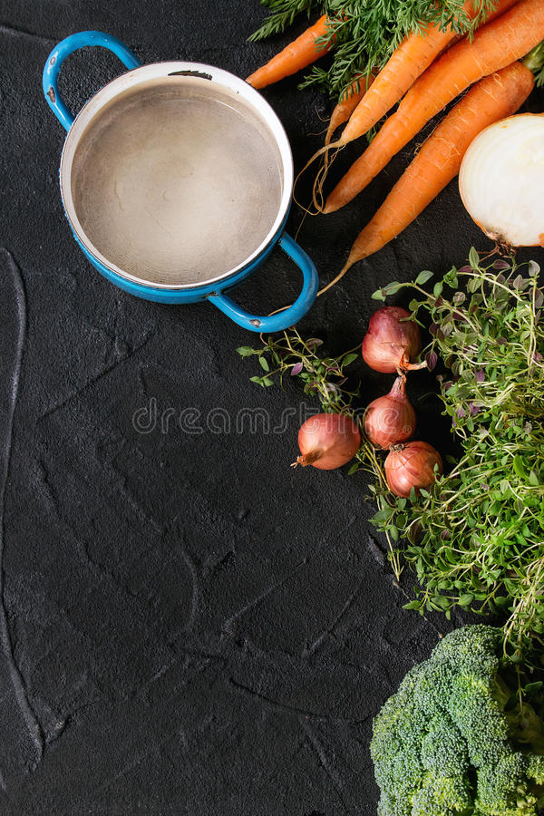 Houten achtergrond met groenten royalty-vrije stock foto