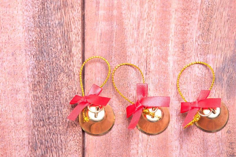 Houten achtergrond met Kerstmisdecoratie stock foto's