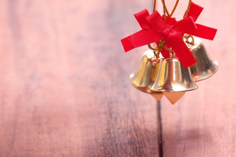 Houten achtergrond met Kerstmisdecoratie royalty-vrije stock afbeeldingen