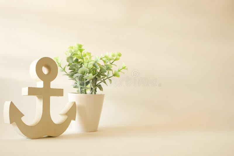 Houten anker met boom op potten uitstekende decoratieve achtergrond stock foto
