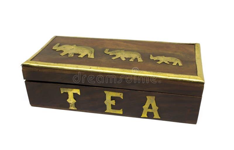 Houten Aziatische theedoos met gouden die olifanten op wit worden geïsoleerd royalty-vrije stock afbeeldingen