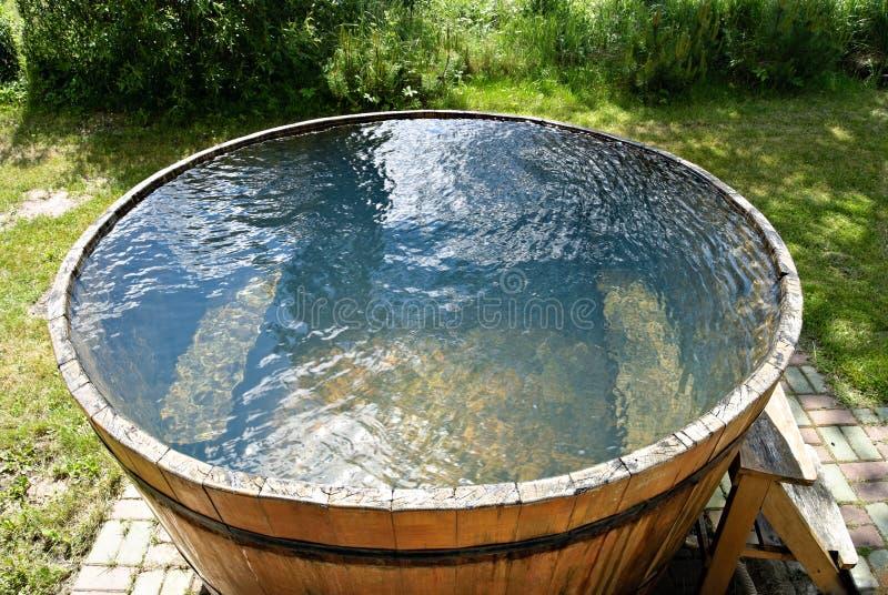 houten badkuip stock afbeelding afbeelding bestaande uit
