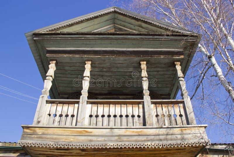 Houten balkon stock afbeeldingen